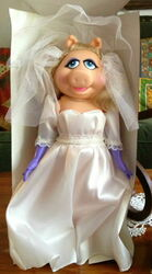 Direct connect piggy fantasy bride dress-up doll