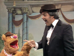 Rich Little impersonates Fozzie