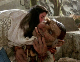 Kiss Sarah Hoggle