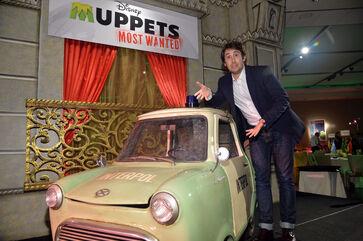 MuppetsMostWanted-WorldPremiere-JoshGroban-(2014-03-11)