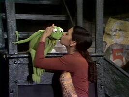 0915 kiss Kermit Maria