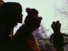 Kiss Amy van Gilder and Fozzie