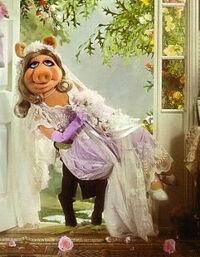 Piggy-wedding