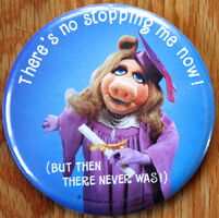 Hallmark 1981 piggy grad button