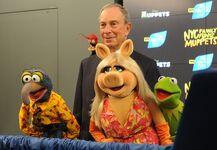 MichaelBloomberg-TheMuppets-NYCFamilyAmbassadors-(2012-04-13)