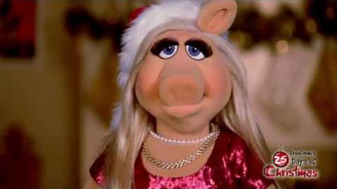 Miss Piggy - Santa Piggy Freeform's 25 Days of Christmas