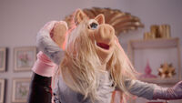 Muppets Now 102 Miss Piggy