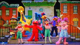 Universal studios singapore 2014 sesame street saves christmas 11