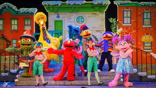 File:Universal studios singapore 2014 sesame street saves christmas 11.jpg
