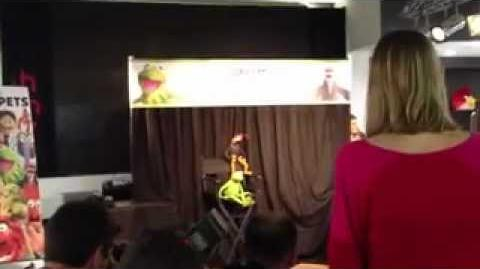 Kermit the Frog and Pepe the King Prawn at HMV Oxford Circus 13th June 2012. )
