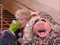UK-TV-KermitKiss