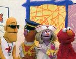 Elmo's World: Helping