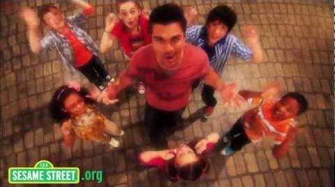 Sesame Street Juanes sings Muevete