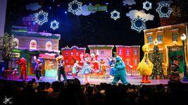 Universal studios singapore 2014 sesame street saves christmas 10
