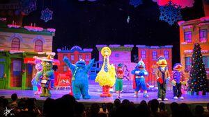 Universal studios singapore 2014 sesame street saves christmas 7