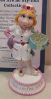 Hamilton collection 2007 miss piggy nurses are so sty-lish figurine back in the pink with moi