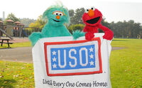 USO-Elmo&RositaEducationTour-Germany2010-Sesame 1