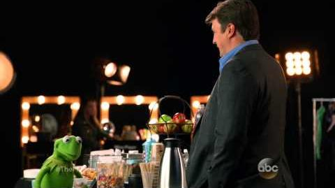 The Muppets (ABC) Nathan Fillion Asks Kermit About Miss Piggy Promo HD