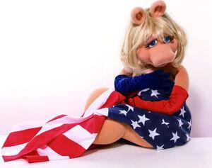 MissPiggy-AmericanFlag