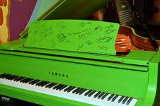 MuppetsMostWanted-WorldPremiere-Signatures-(2014-03-12)