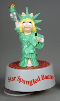 Presents hamilton gifts 1990 miss piggy star spangled banner statue of liberty music box
