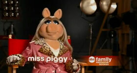 Abc family first look piggy