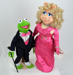 Presents hamilton 1990 kermit piggy it's showtime