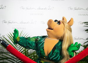 Miss-piggy-jlo-versace-dress 2