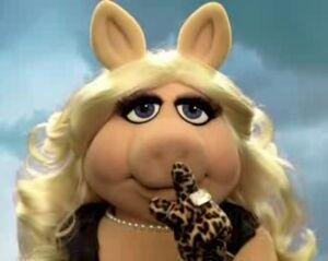 Miss-piggy-pretty-little-liars-2