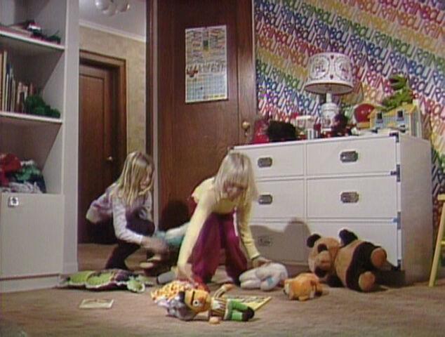 File:FR220 Sesame toys.jpg
