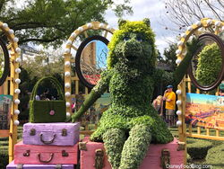 Flower-and-Garden-Miss-Piggy-Topiary 2