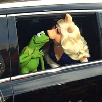 Kiss kermit piggy MMW Hollywood premiere arrival