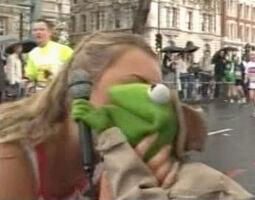 Kermit kiss Zoe Salmon