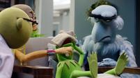 TheMuppets-S01E07-KermitDown