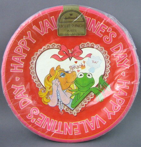 File:Hallmark 1981 valentines party set 1 copy.jpg