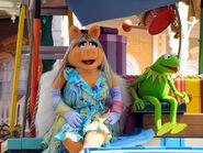 Disney'sHonoraryVoluntEarsCavalcade-PiggyKermit