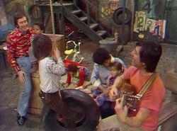 Sing - Bob, Susan, Luis, kids
