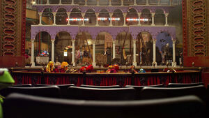TheMuppets-(2011)-TheStageWithArches