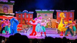 Universal studios singapore 2014 sesame street saves christmas 4