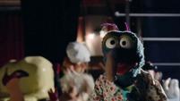 TheMuppets-S01E07-ButterSlippingPiggy