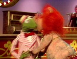 Kiss lydia kermit