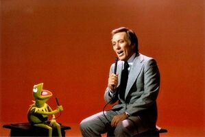 Andy Williams singing with Kermit