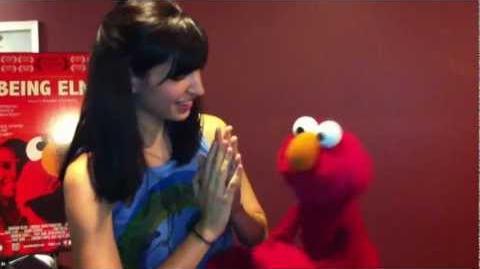 Lucy Schwartz & Elmo Sing a Song!