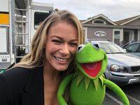 LeAnnRimesCibrian&Kermit-(2018)-01