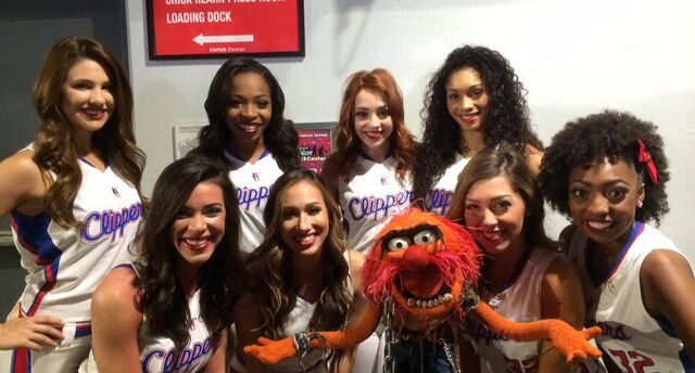 File:LAClippersGame-(2015-03-15)-Animal&LAClippersSpiritDancers.jpg
