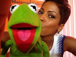 Today-TamronHall&Kermit-Kiss-(2014-03-19)