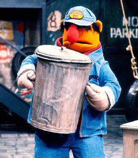 Bruno trashcan