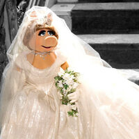 Piggy wedding Muppets Most Wanted