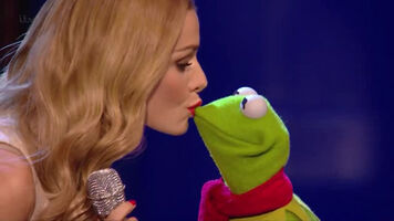 Kiss Katherine Jenkins and Kermit