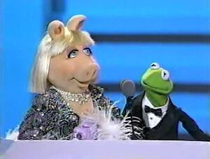 EmmyAwards-PiggyAndKermit-(1989)